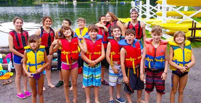 Enfants dans un camp d'été