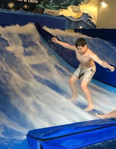 Christophe qui surfe chez Maeva Surf