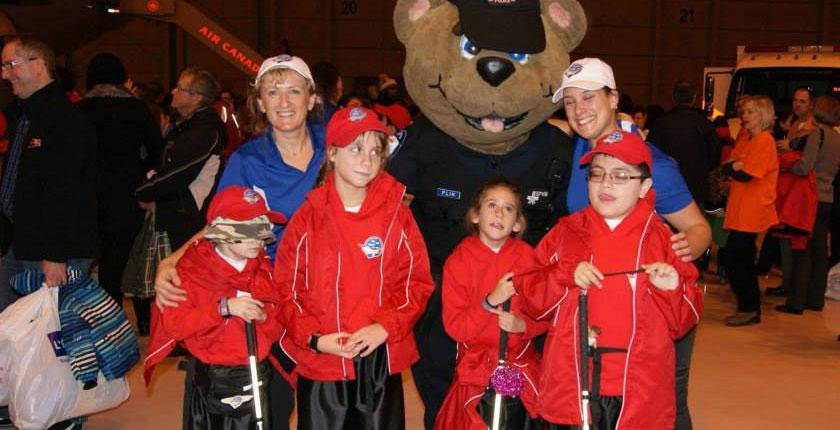 Voyage de rêve à Disney - enfants avec Yogi l'ours et deux monitrices