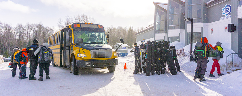 Ski La Réserve 2018 - Autobus près du chalet