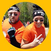 Événement Spartan-Race - coureurs dans cercle jaune