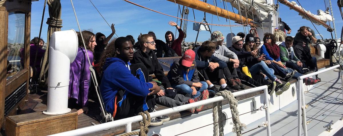 Entête La Fondation - Tout le monde sur le bateau à Rimouski